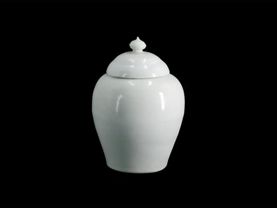 Single-color glazed porcelain shines in Guangdong