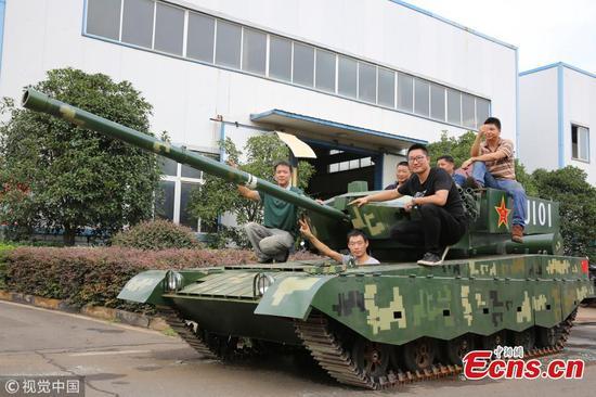 Military fan spends $29,400 on battle tank model