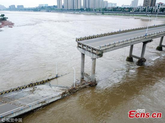 Bridge collapses 28 minutes after closure