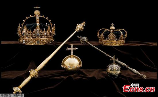 Thieves steal Swedish royal crowns, flee in motorboat