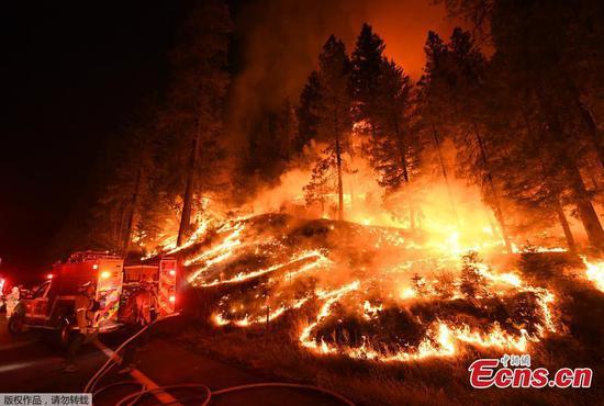 加州野火蔓延,六人丧生