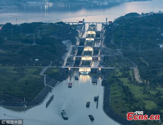 Rain break helps stranded ships leave Three Gorges Dam