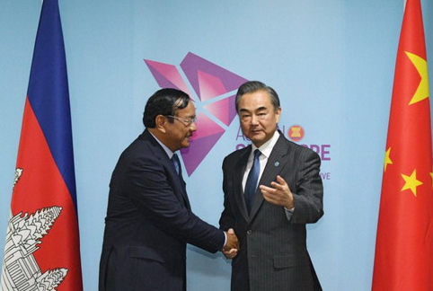 Chinese State Councilor and Foreign Minister Wang Yi (R) meets with Cambodian Foreign Minister Prak Sokhonn, August 1, 2018. (Photo/Chinese Ministry of Foreign Affairs)