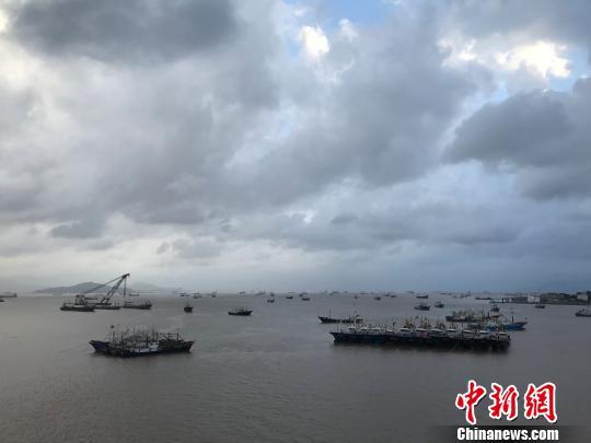 Coastal areas brace for gales, rain ahead of Typhoon Jongdari