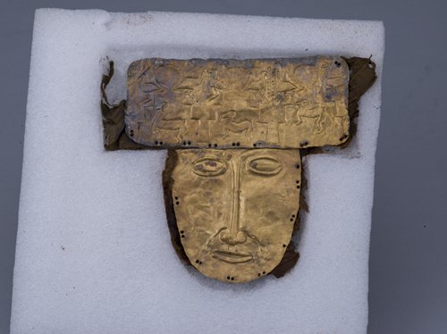 A Zhang Zhung gold mask unearthed in the Ngari Prefecture in Tibet (Photo/Courtesy of the Capital Museum)