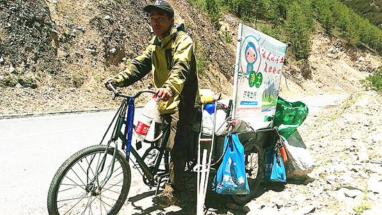 Cyclist completes his cleanup marathon on Tibetan highway