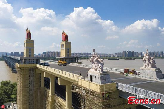 Famous bridge undergoes renovation in Nanjing