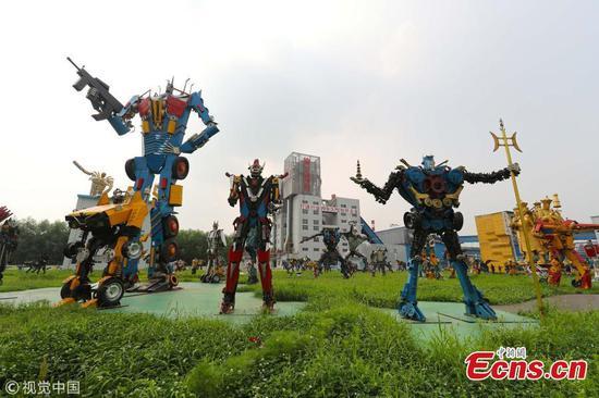 钢铁公司制造215个机器人模型