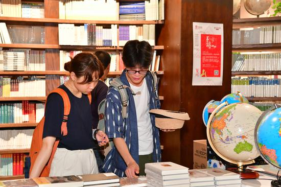 More bookstores to run 24 hours in Beijing