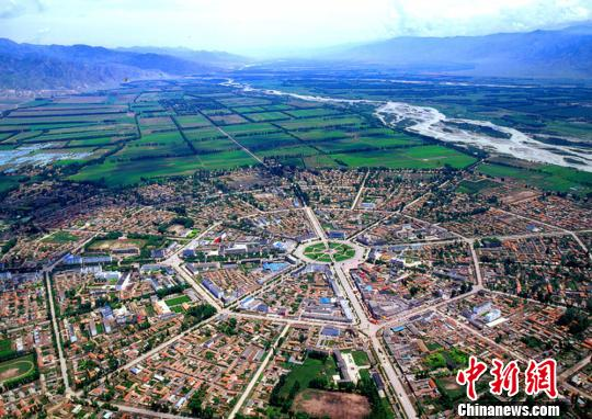 Tekes County in northwest China's Xinjiang Uygur Autonomous Region is in the shape of bagua (the eight trigrams). (Photo provided to China News Service)