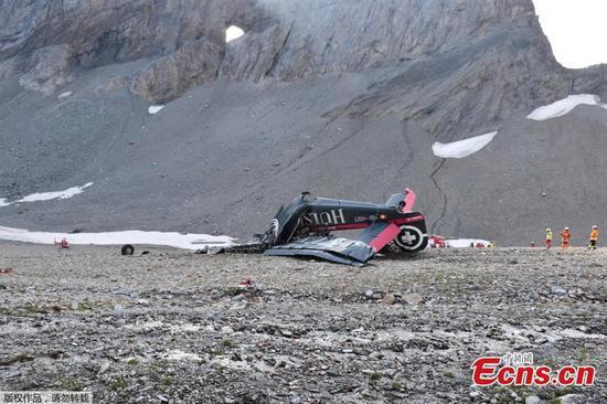 老式飞机在瑞士阿尔卑斯山坠毁,机上20人丧生