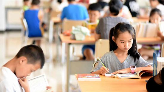 Illegal ghostwriting services boom for Chinese students' summer homework