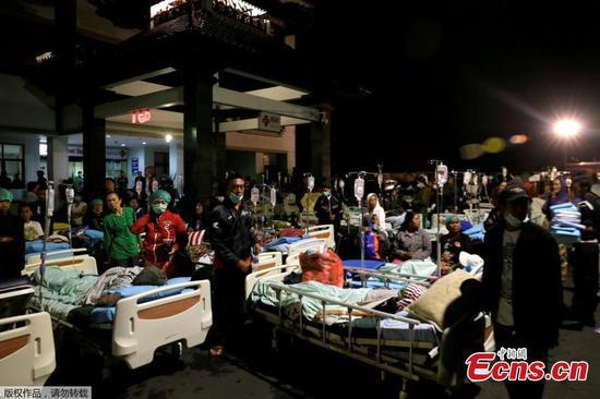 印尼度假岛发生强烈地震,造成至少82人死亡