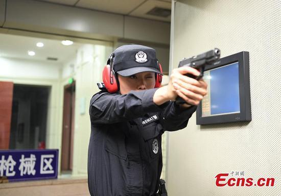 Female police officer highly self-disciplined