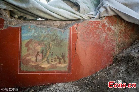 Archaeologists uncover new treasures at Pompeii dwelling