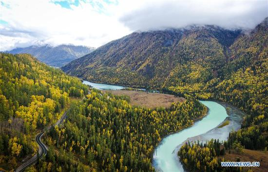 Amazing scenery of Xinjiang attracts millions of tourists