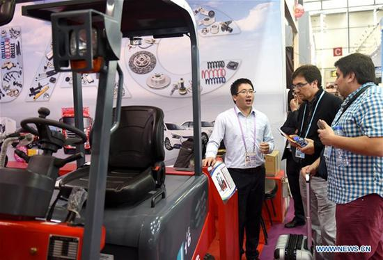 Businessmen select fork lifts during the China Import and Export Fair in Guangzhou, capital of south China's Guangdong Province, April 15, 2018. (Xinhua/Lu Hanxin)