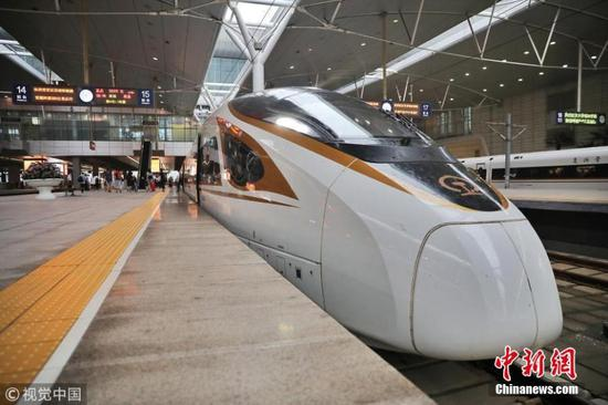 Beijing - Tianjin intercity train runs at 350km/h