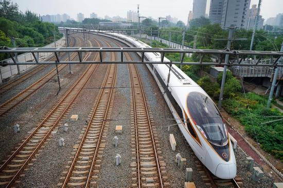 A bullet train runs on the rail. (File photo/Xinhua)