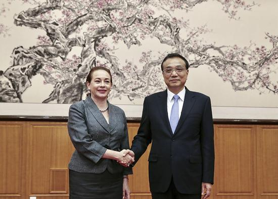 Premier Li Keqiang greets Maria Fernanda Espinosa Garces, the newly elected president of the General Assembly of the United Nations on Wednesday, in Beidaihe district, Qinhuangdao, Hebei Province. (XU JINGXING/CHINA DAILY)
