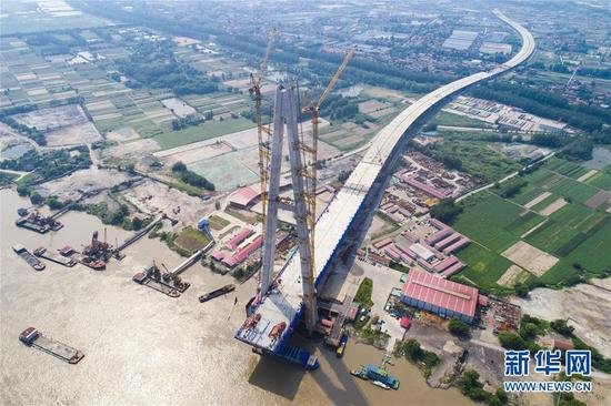 New Yangtze River bridge achieves milestone