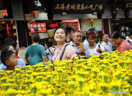 云南民间艺术展在中国东部上海豫园举行