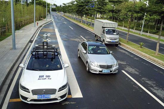 China's self-driving startup JingChi Corp conducts a road test of its self-driving car in Guangzhou, Guangdong Province. (Photo provided to China Daily)