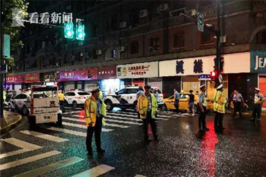 A screen shot from kankanews.com shows police cordoning off the area following the accident. (Photo provided to chinadaily.com.cn)