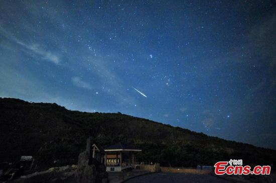 Hong Kong stargazers enjoy meteor shower