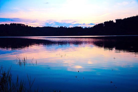 四川湖边游乐