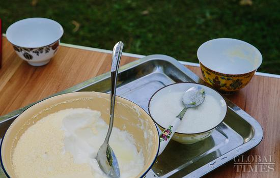 Tibetans make yogurt to enjoy at Shoton Festival