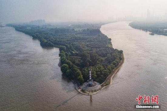 An aerial view shows part of the Yangtze River. (File photo/China News Service)