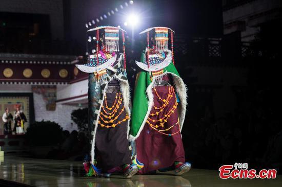 西藏时装秀在拉萨举行
