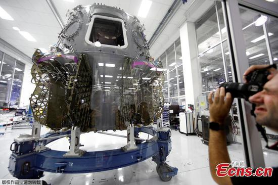 SpaceX allows close-up look at spaceship for NASA astronauts