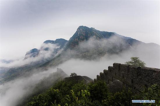 Huangyaguan section of Great Wall shrouded in clouds