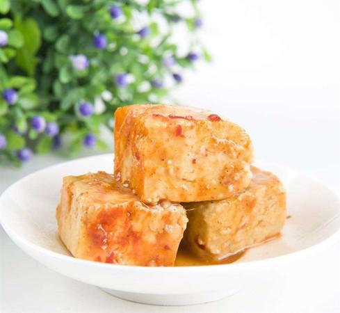 The key of making fermented tofu is the brine. (Photo/Shine.cn)