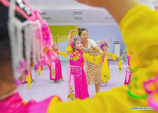 中国传统艺术活动丰富了河北学生的暑假