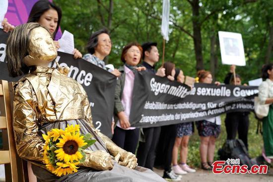 抗议者为慰安妇国际纪念日集会