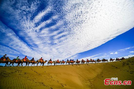 'Singing sand' attracts more tourists in Gansu