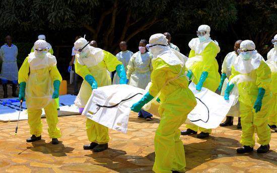 Conflict 'harming Ebola effort' as cases increase