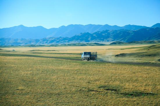 To the West: Breathtaking road trip through Xinjiang