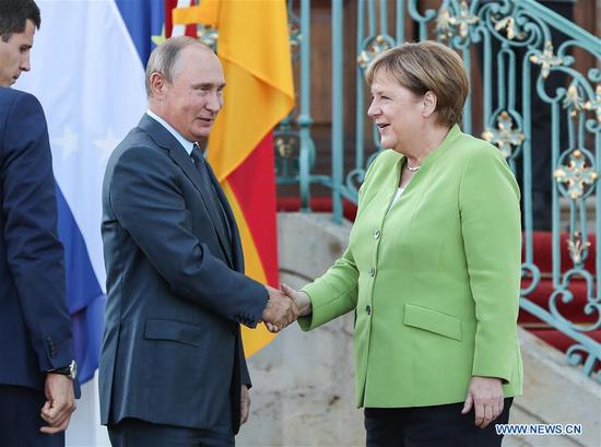 Merkel, Putin hold talks on tough issues