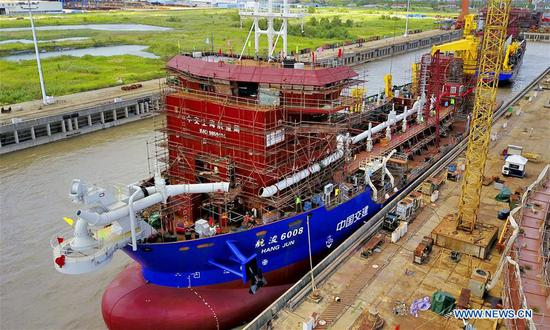 Two dredging vessels lauched in east China's Jiangsu