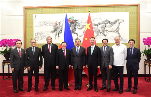 Chinese State Councilor and Foreign Minister Wang Yi (C) meets with a Philippine government delegation led by Finance Secretary Carlos Dominguez (4th L) in Beijing, August 22, 2018. /MOF  Photo