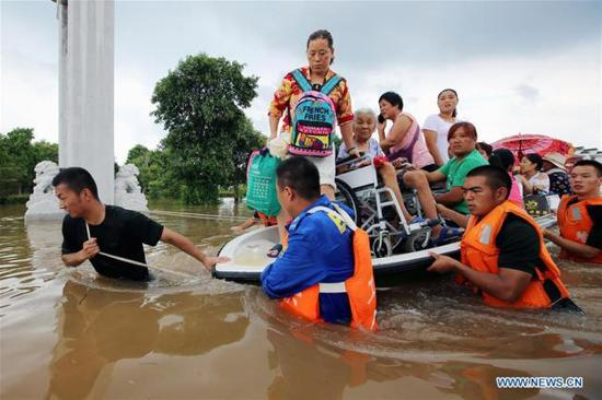 Rescuers transfer the flood-stranded people in Huaibei City, east China's Anhui Province, Aug. 19, 2018. (Photo/Xinhua)