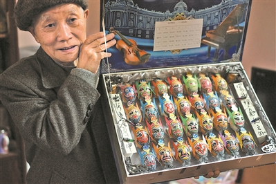 Eighty-year-old eggshell painter keeping traditional Chinese art alive