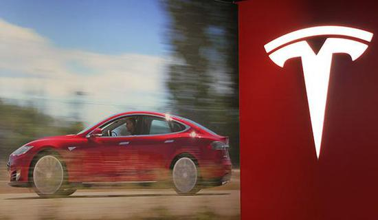 The Tesla logo is pictured on Feb 5, 2014 in its first Chinese mainland show room in Beijing. (Photo:chinadaily.com.cn/Hao Yan)
