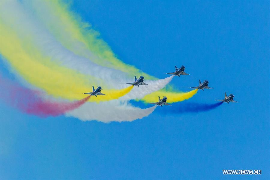 The Chinese People\'s Liberation Army (PLA) Air Force\'s August 1st aerobatics team performs at the Army 2018 International Military and Technical Forum at Kubinka Airport, near Moscow, Russia, on Aug. 24, 2018. (Xinhua/Bai Xueqi)