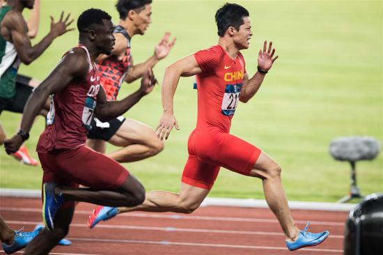 Su Bingtian (R) of China competes during the men's 100m final of athletics at the Asian Games 2018 in Jakarta, Indonesia on Aug. 26, 2018. (Xinhua/Wu Zhuang)