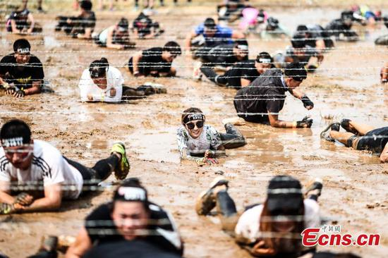 15,000 participate in Spartan Race in Beijing